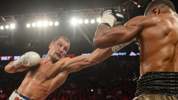Fotos: Kovalev apabulla a Pascal y retiene la corona