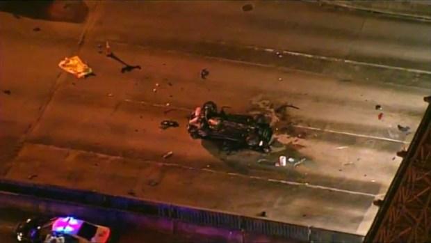 Auto choca contra caseta de peaje en Turnpike y deja tres muertos