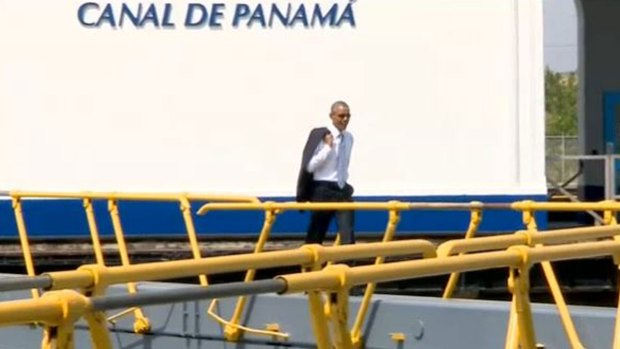 Video: Obama pasea por el canal de Panamá