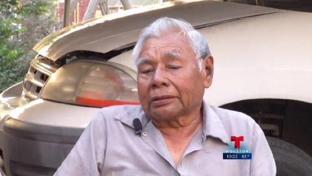 Habla abuelo atacado con taser