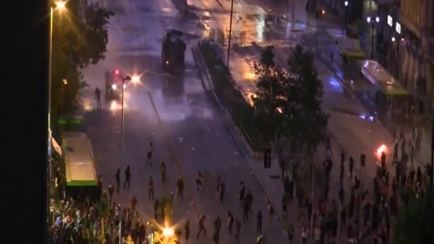 [TLMD - LV] Protesta en Chile es dispersada por la policía