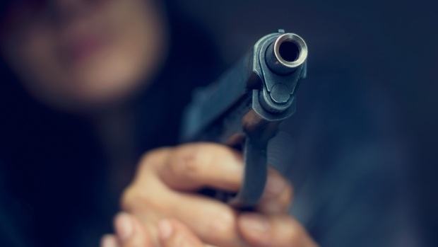 Qué hacer si te enfrentas a un atacante armado