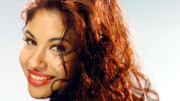 Imitadora de Selena motiva a votar con la música de la cantante