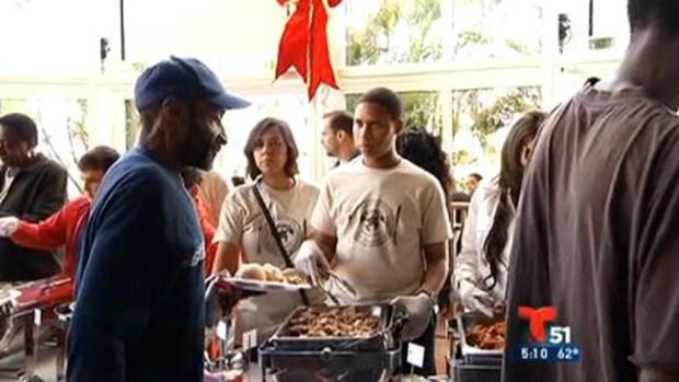 Video: Día de Acción de Gracias de los Estefan
