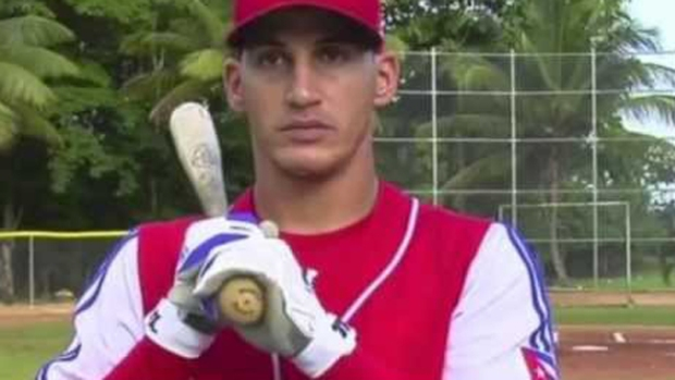 Video: Dodgers firman al cubano Guerrero