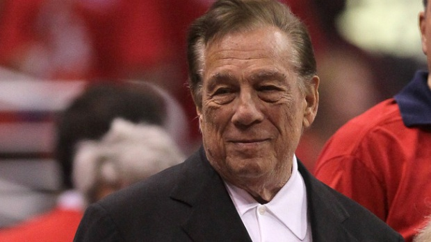 Video: Le sigue lloviendo a Donald Sterling