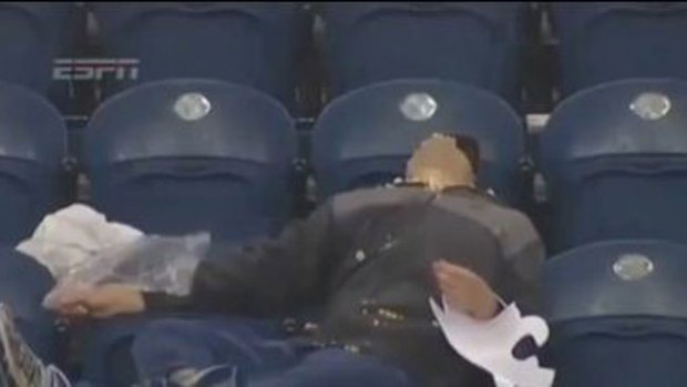 Video: El espectador más aburrido del mundo