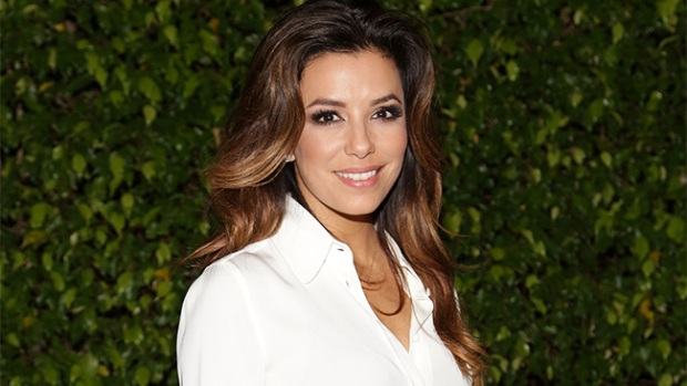 Video: Eva Longoria da vida a una inmigrante