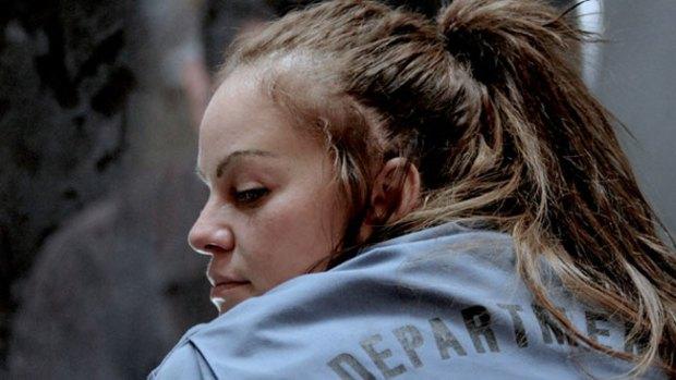 "Video: ""Filly Brown"": Jenni es presa drogadicta"
