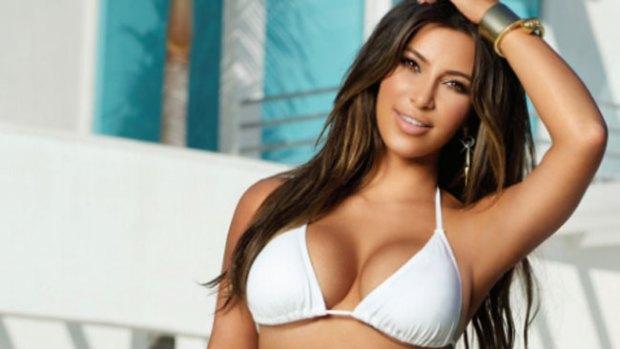 """Video: Kim lamenta su """"gordura"""" en bikini"""
