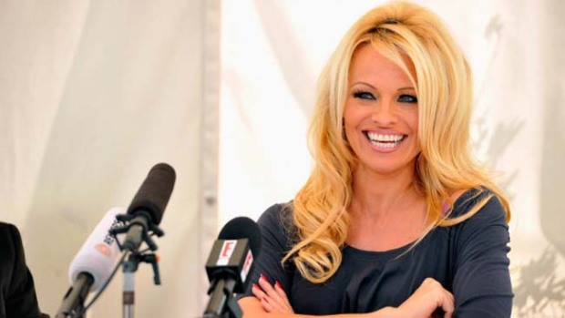 Video: ¡Pamela Anderson en tremendo lío!
