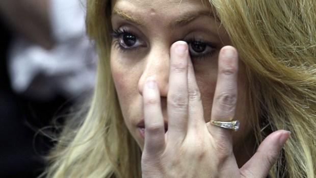Video: Shakira rompe en llanto en su nuevo disco