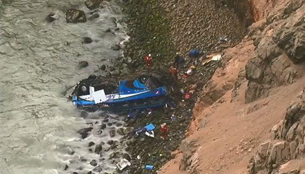 China: Choque de buque carguero incendia a petrolero, 32 desaparecidos