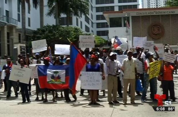 Protestan contra deportaciones de haitianos