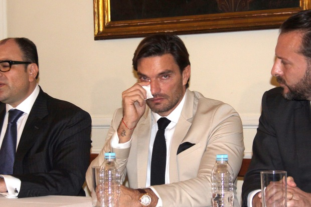 Julián Gil rompe en llanto al hablar de su hijo Matías