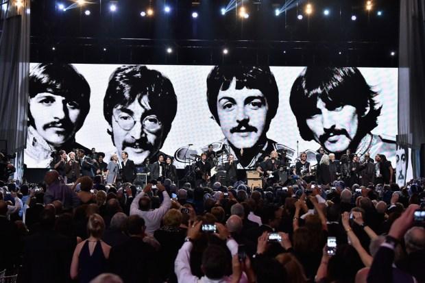 Subastan más de 800 artículos de los Beatles