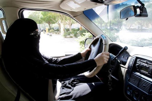 Arabia Saudita, donde se castiga a gays y las mujeres no podían conducir
