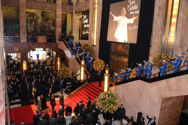 México refrenda su amor eterno a Juan Gabriel