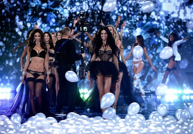 Fotos: Vistoso y sensual desfile de Victoria's Secret