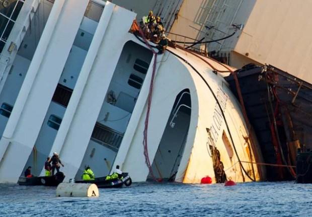 Fotos: Así enderezan el Costa Concordia
