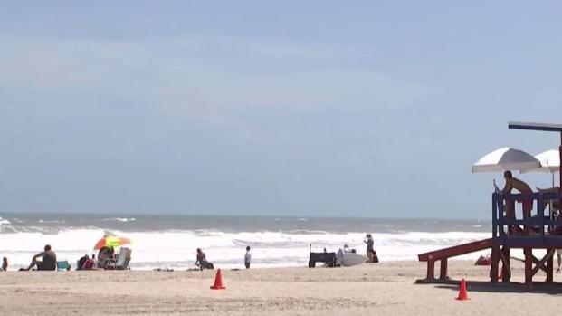 [TLMD - MIA] En el centro de Florida algunos siguen en la playa mientras Dorian se acerca
