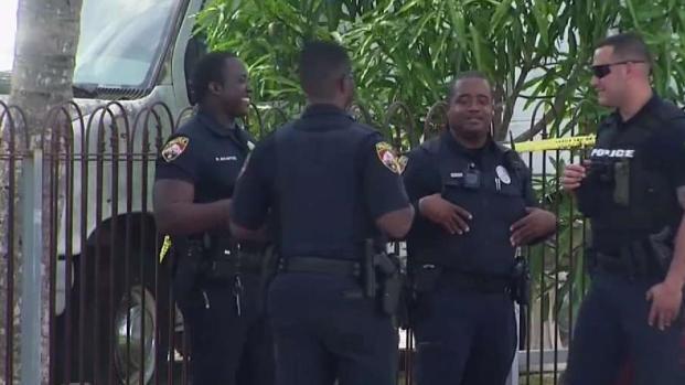 [TLMD - MIA] Joven hispano recibe 3 disparos para robarle