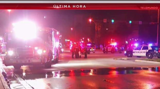 [TLMD - MIA] Rescatan a personas de auto que cayó al agua en Miami Beach