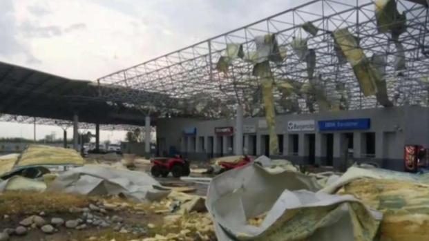 Tornado destroza cruce fronterizo