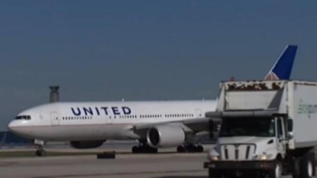 United Airlines eleva compensaciones en vuelos sobrevendidos