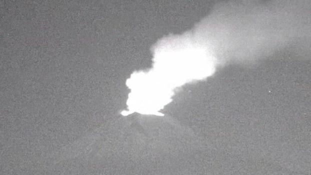 Graban impresionante erupción de volcán en México