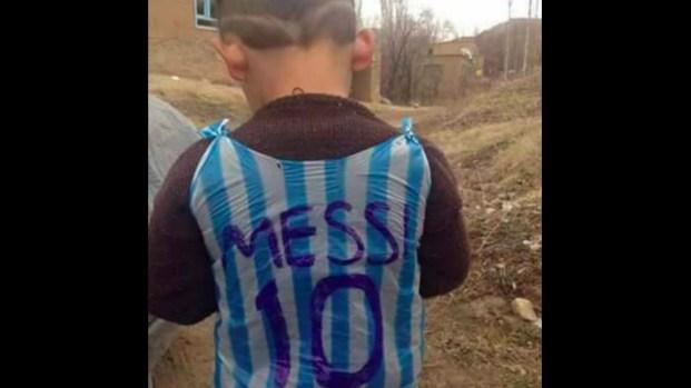 Niño pobre admirador de Messi cumple sueño a medias