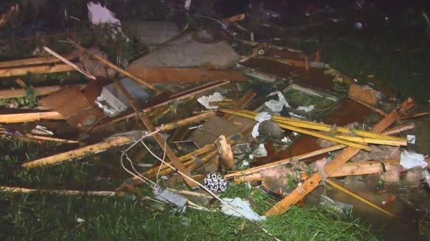 [TLMD - LV] Poderosa tormenta deja tres muertos en Missouri