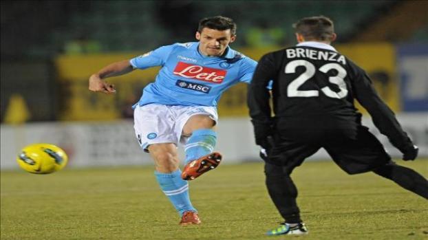 Galería: Un gol en propia meta de Pesoli mantiene vivo al Nápoles ante el Siena