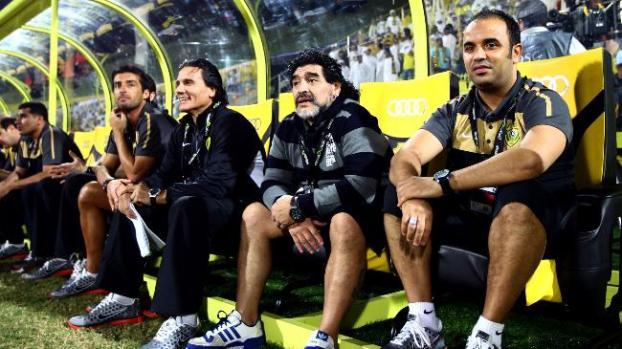 Galería: Maradona sancionado por criticar a técnico rival