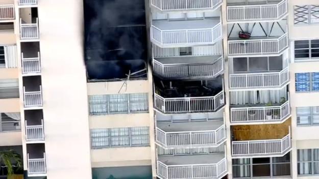 Se desata gran incendio en edificio de Aventura