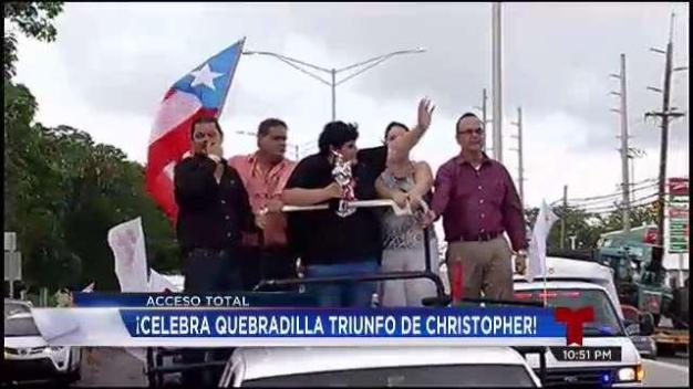 Christopher celebra en grande con su pueblo}