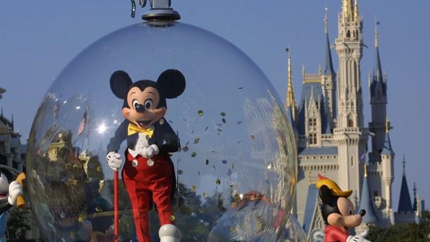 Disney World aumenta los precios de pases anuales}