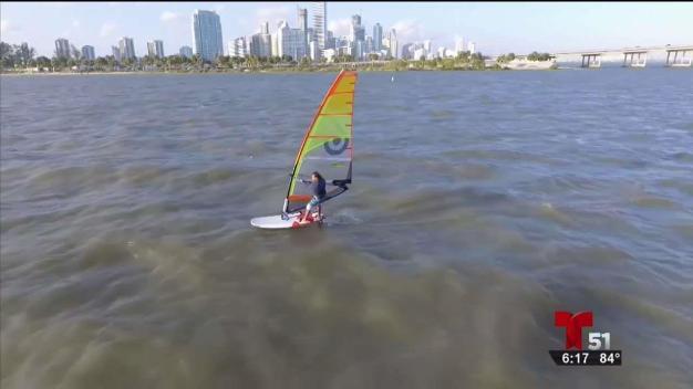 Fuga surfista: cómo huyó de Cuba en tabla de windsurf