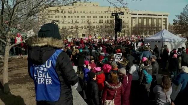 Protestan a lo ancho de EEUU por los derechos de las mujeres