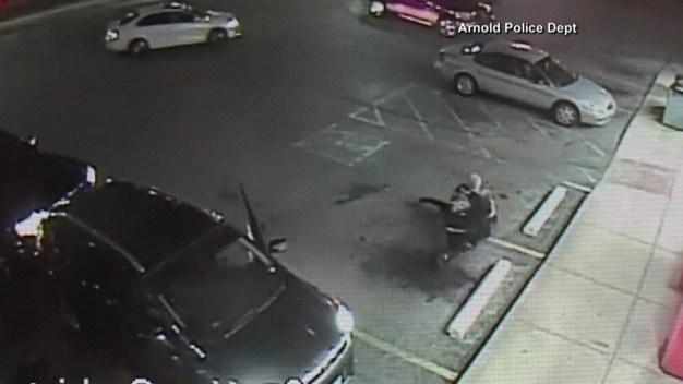 Furia en la carretera termina con ataque a mujer