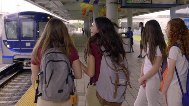 Tarjeta de Miami Dade ofrece descuentos en transporte para estudiantes de Kinder hasta el 12vo grado