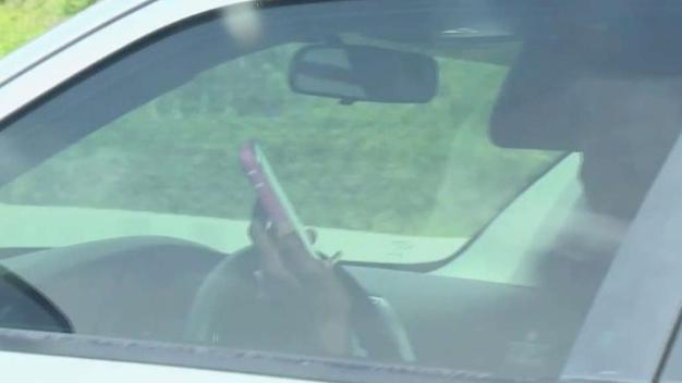 Textear mientras conduce en Florida podría ser ilegal