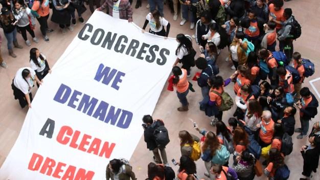 Miles piden en el Capitolio solución para los soñadores