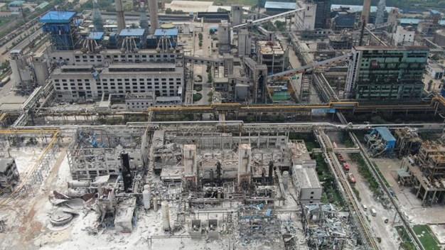 Mortal explosión en planta de China deja daños a 2 millas