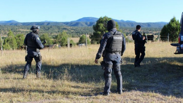 Narcos queman Comandancia y asesinan a policía