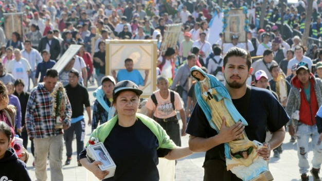 Miles de creyentes se postran ante la Guadalupana