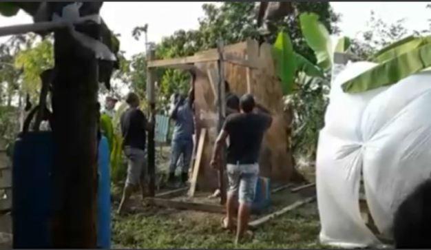 Cubanos en Trinidad y Tobago viven en un platanal