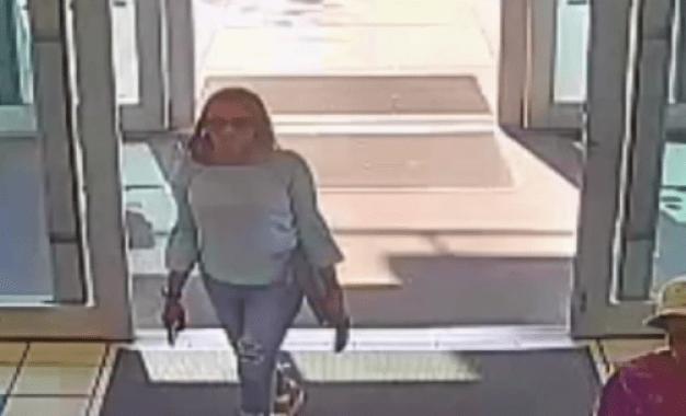 Buscan mujer que compró Porsche con identidad falsa
