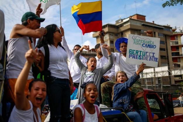 Candidatos lanzan campañas por presidencia de Venezuela}