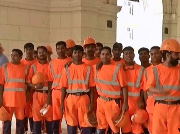 Obreros hindúes construyen hoteles en Cuba